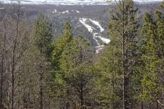 der Lakselv stürzt über einen riesigen Wasserfall in die Tiefe