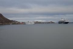 Honningsvåg mit 2 Kreuzfahrtschiffen im Hafen