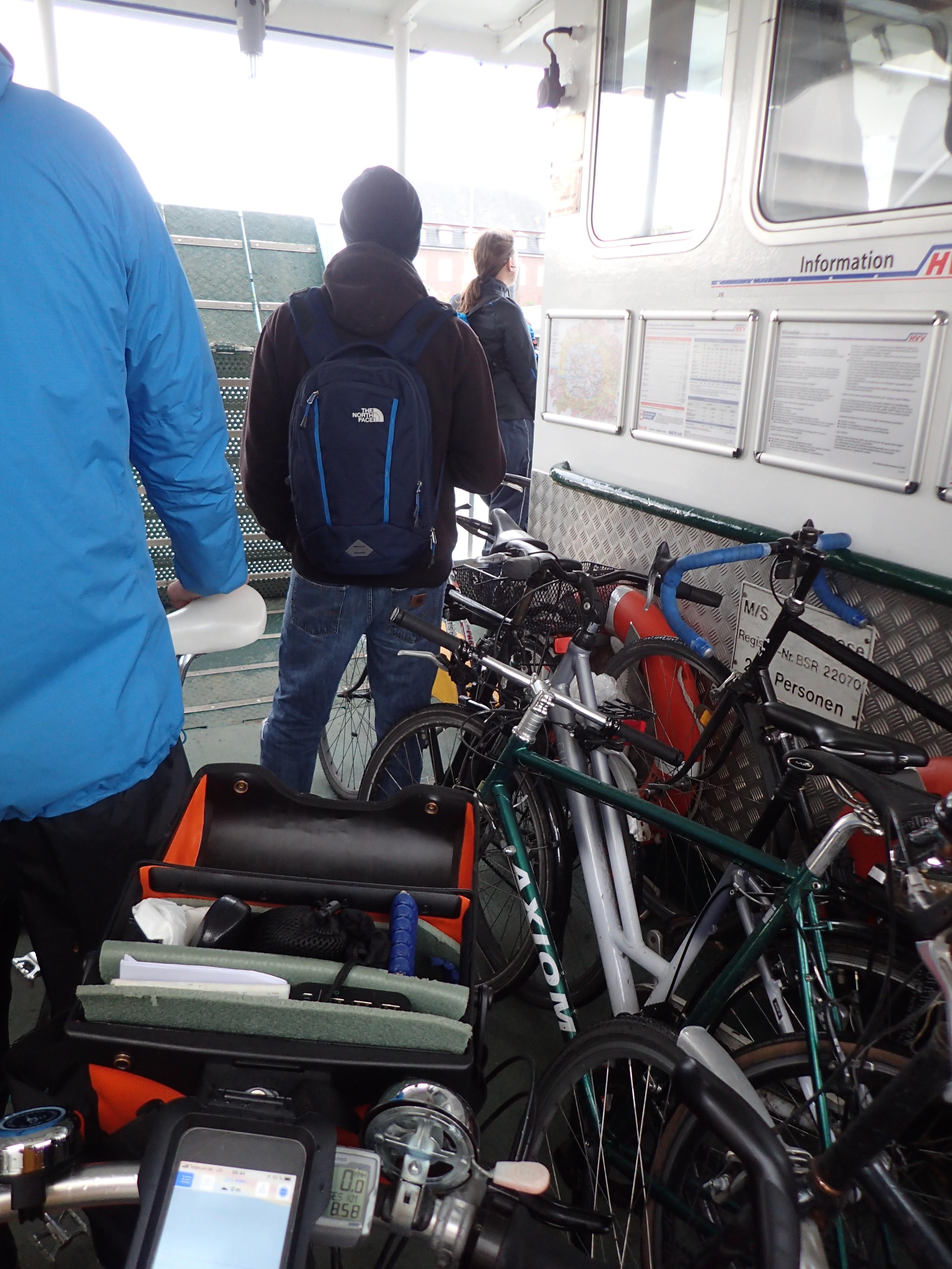 ein kleiner Teil der 15 Fahrräder auf der Fähre