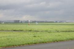 Dunkle Wolken über dem Airbus-Flugfeld