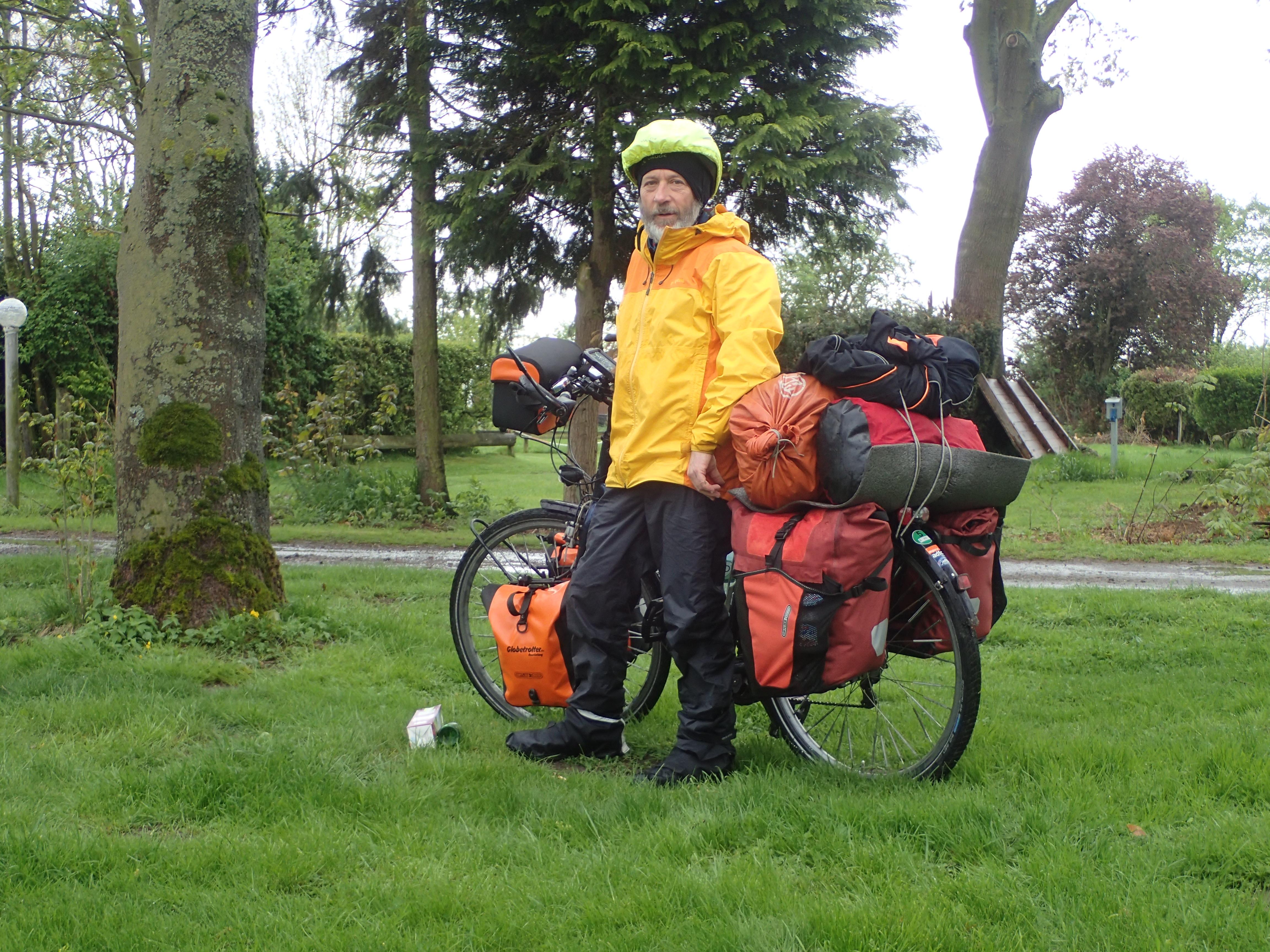 volle Regenbekleidung beim Start in Drakenburg