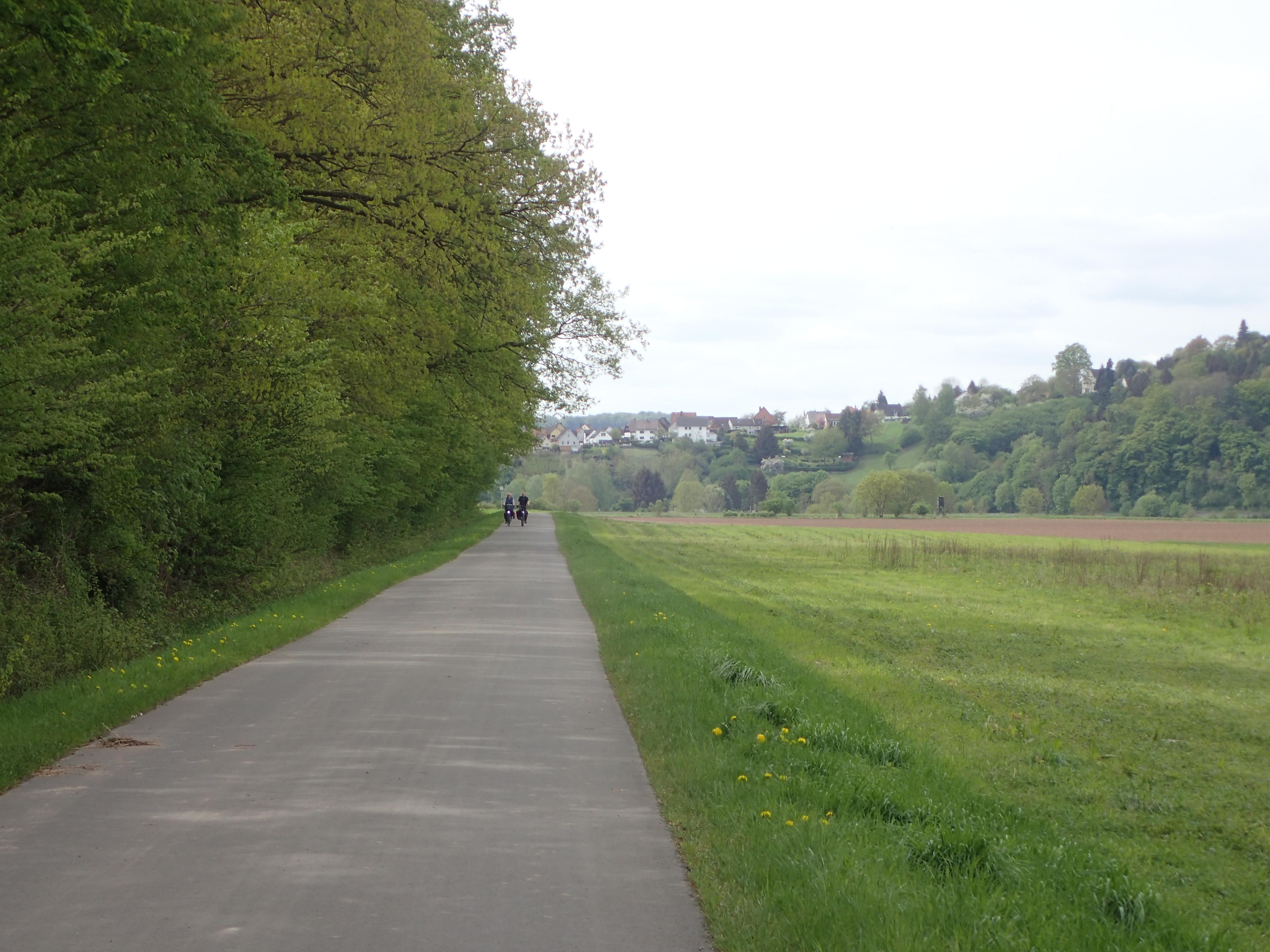 schöne, ruhige, meistens breite Radwege