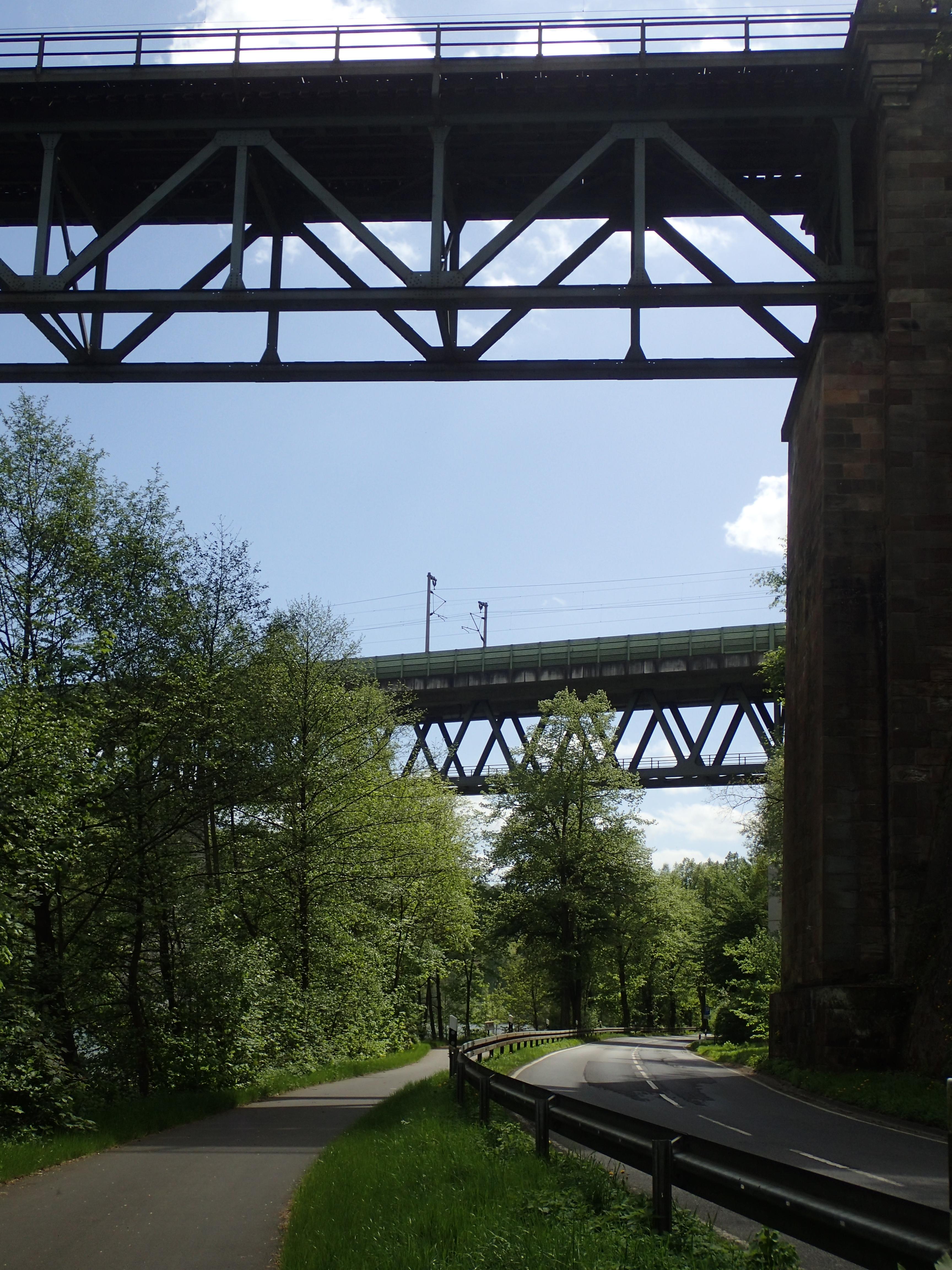 zwei Eisenbahnbrücken über die Fulda