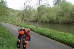 schöner Radweg direkt am Ufer der Fulda