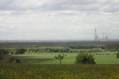Von der Anhöhe bei Alzenau ist Frankfurt im Dunst zu sehen