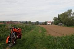 die kürzeste Route führt dann gelegentlich über einfache Feldwege