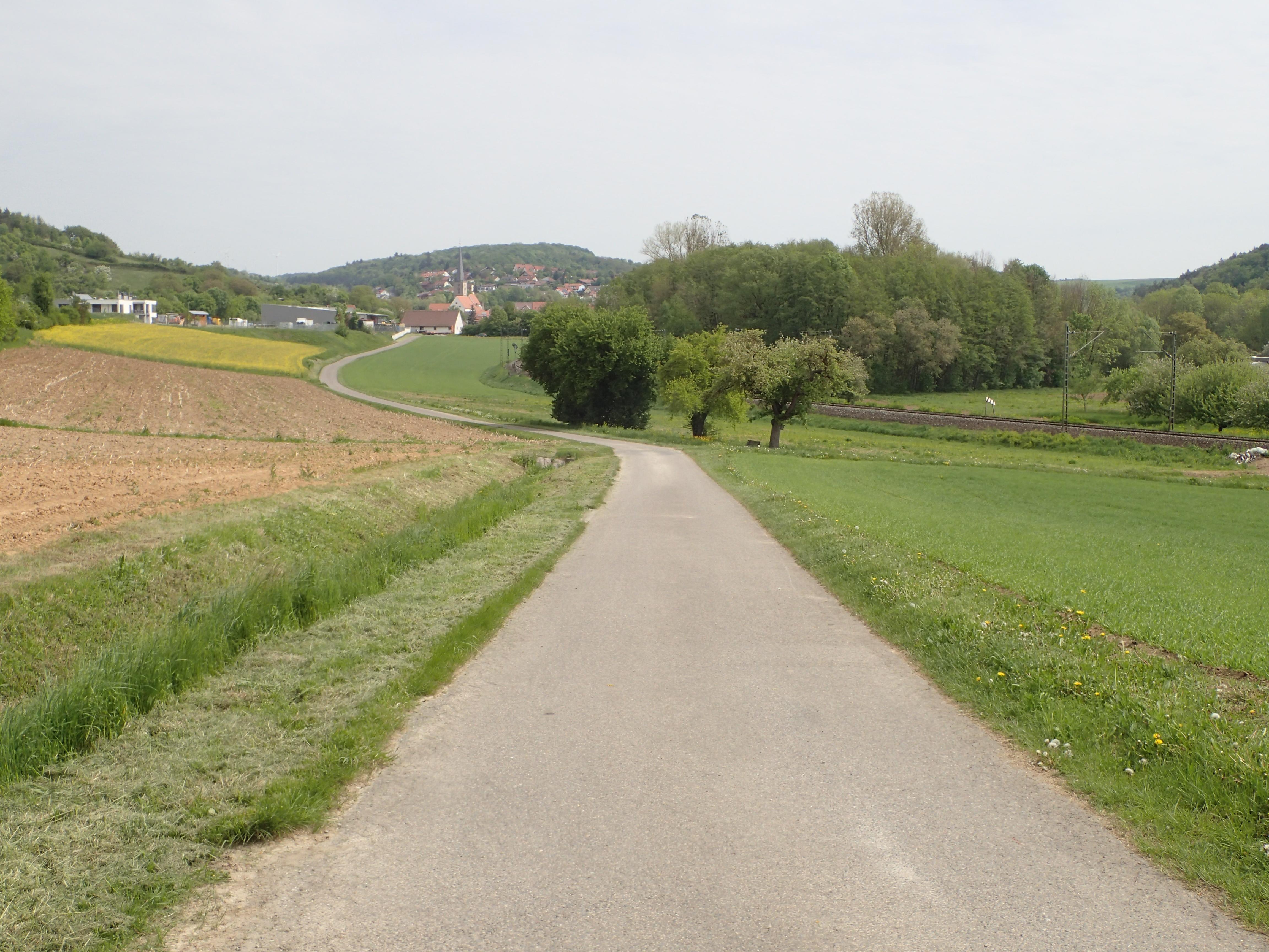 entspanntes Radeln zwischen den Feldern